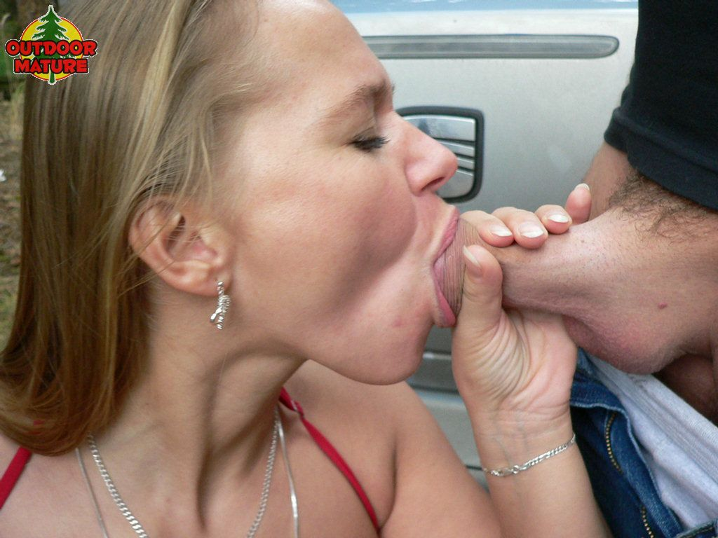 Mature suck in car