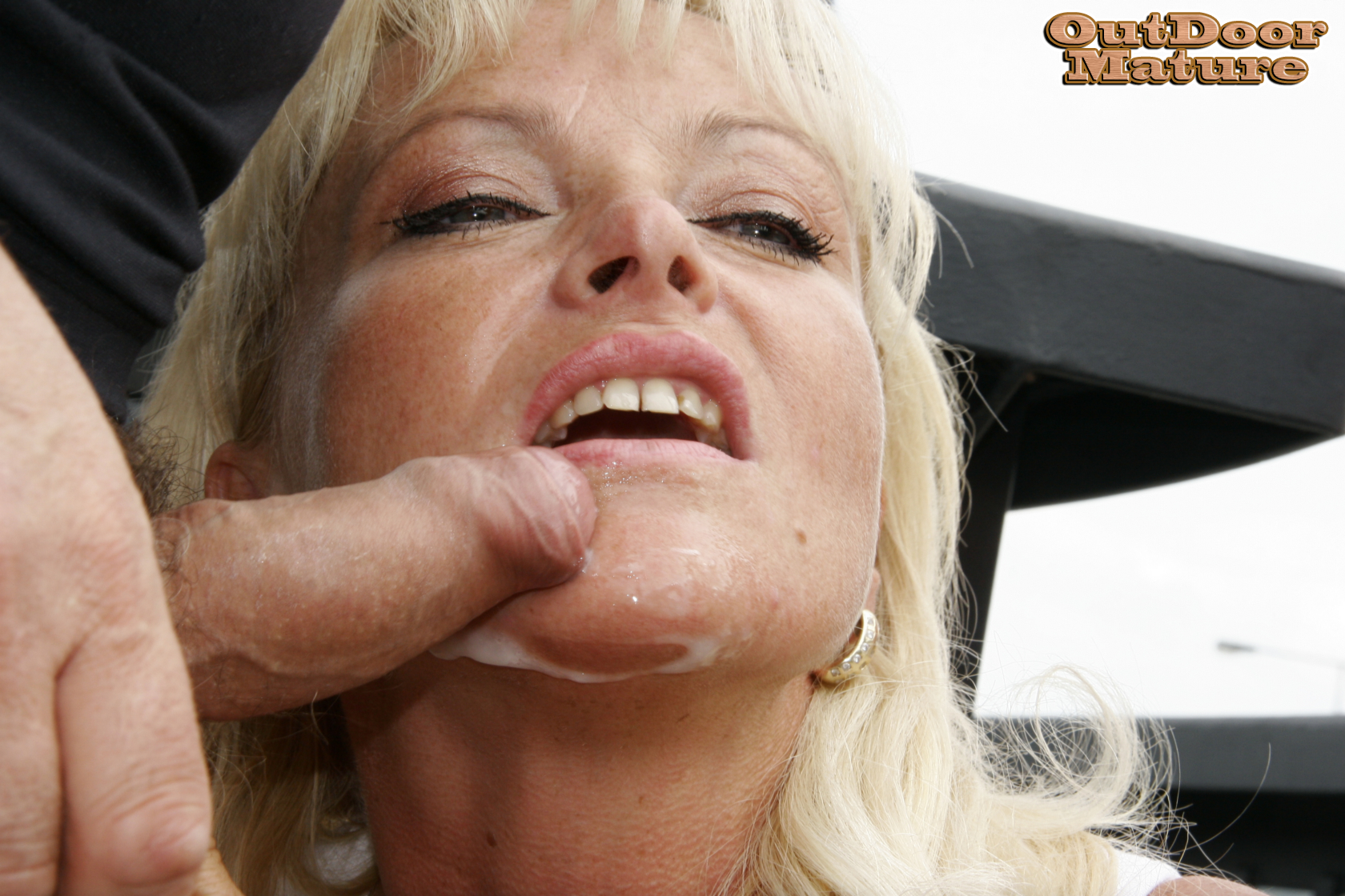 Panties cum mouth beauty wife