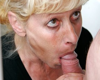 Mama loves sucking dudes on a parking lot