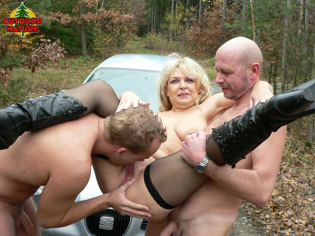 Outdoor milf videos